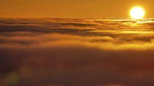Vista-puesta-niebla-montana-Klinovec_TINIMA20131108_0208_5