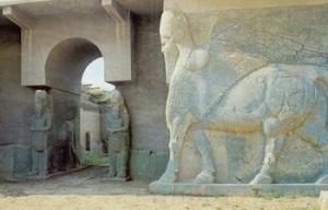 Cidades-0012-www.templodeapolo.net---Ruínas-da-entrada-do-palácio-de-Nimrud
